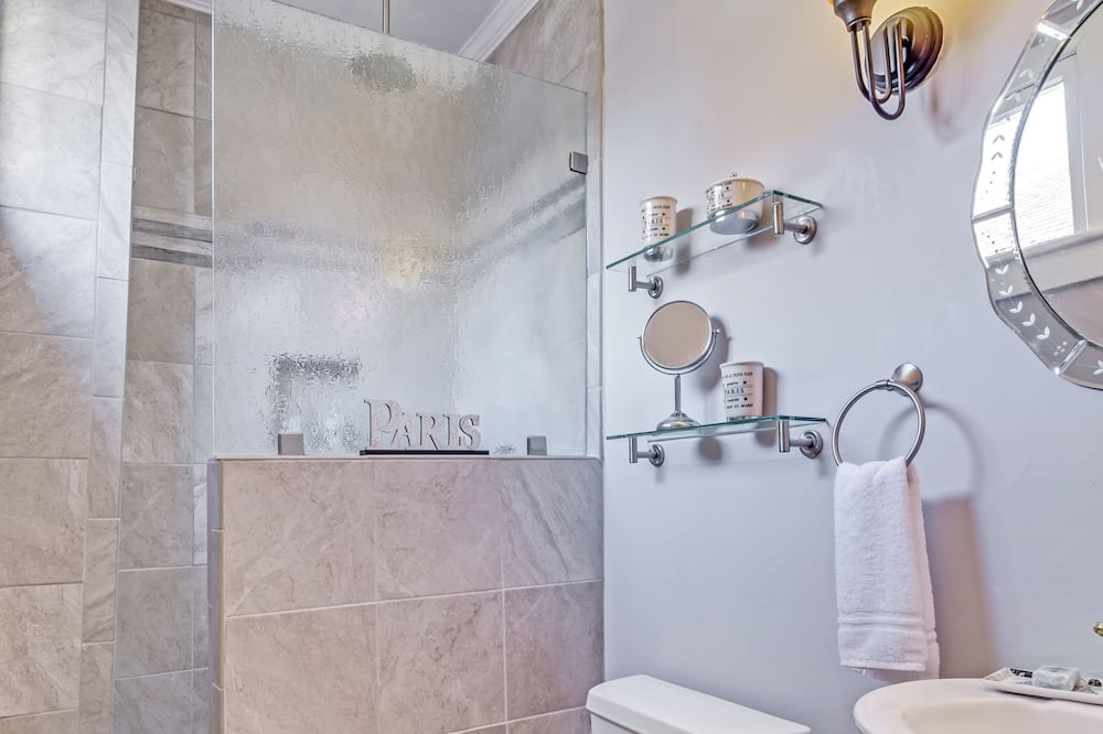 Standard Double Room, Ensuite (Sweetgrass) - Bathroom