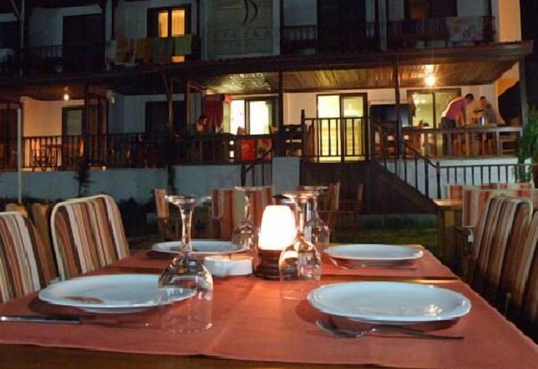 Filika Hotel, Ula, Outdoor Dining