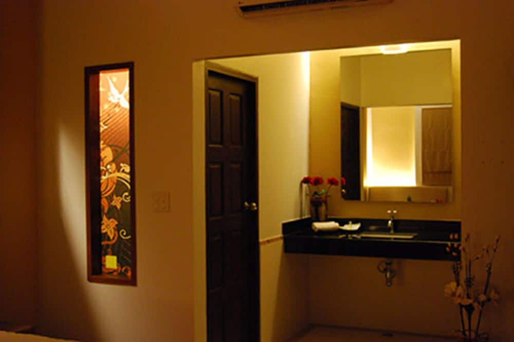 Standard King Room - 浴室洗手台