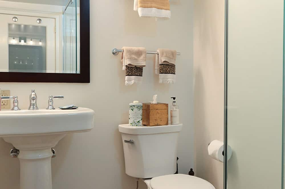 Zimmer, eigenes Bad (Dylan's Room) - Badezimmer