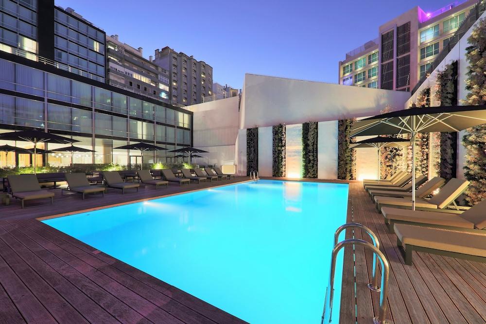 Book iberostar lisboa in lisbon for Lisbon boutique hotel swimming pool