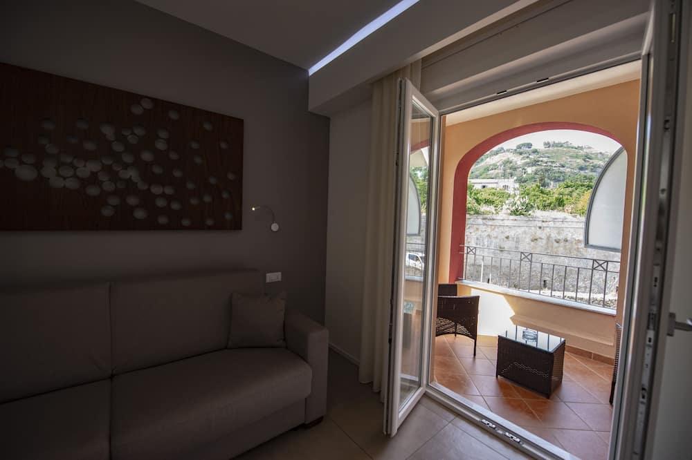 Apartmá typu Deluxe, dvojlůžko (200 cm) a rozkládací pohovka, terasa - Obývací pokoj