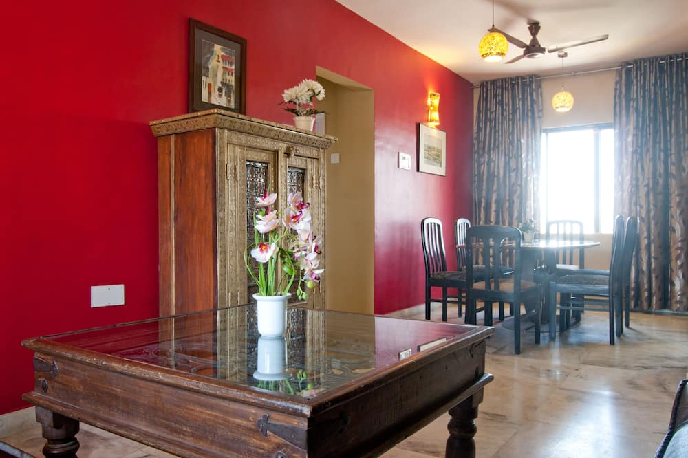 Deluxe-lejlighed - 2 soveværelser - køkken - udsigt til gårdsplads - Stue