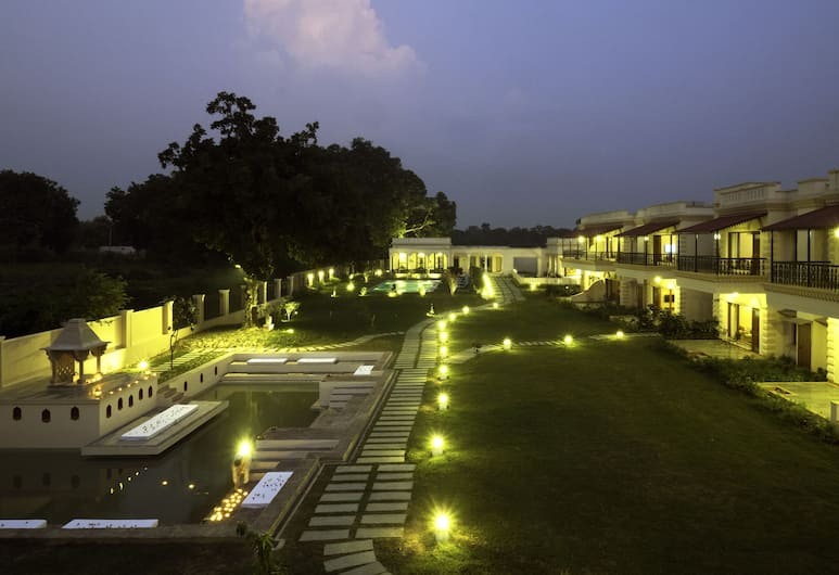 The Tree of Life Resort & Spa, Varanasi, Varanasi, Hotelfassade am Abend/bei Nacht