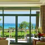 Kambarys su vitrininiais langais - Svetainės zona