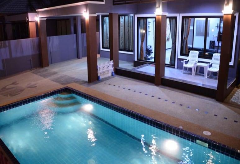 鯨魚泳池別墅酒店, 七岩