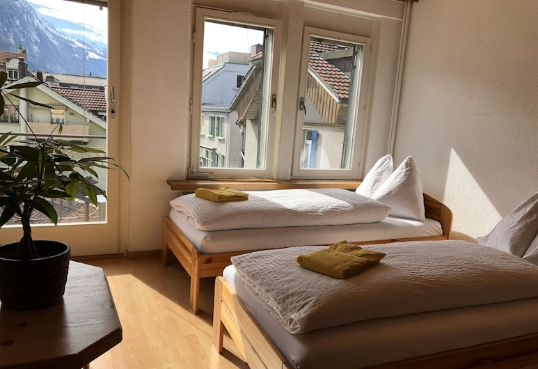 Interlaken Downtown Happiness Apartment, Interlaken, Basic-Apartment, 1 Schlafzimmer (add. final cleaning fee CHF 10), Zimmer