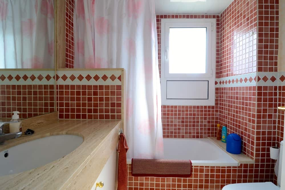 Family Apartment, 2 Bedrooms, Pool Access, Partial Sea View - Bathroom