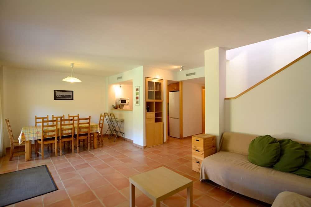 Family Villa, 3 Bedrooms, Pool Access, Garden View - Living Area