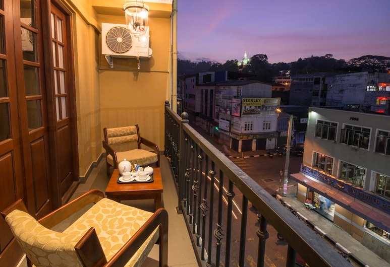 Ceyloni City Hotel, Kandy, Deluxe Double with Balcony, Svalir