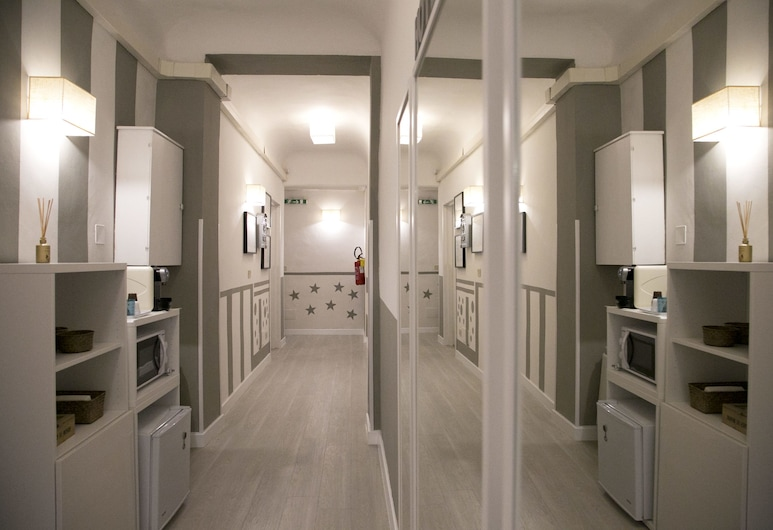 Hotel Nella, Florence, Hallway