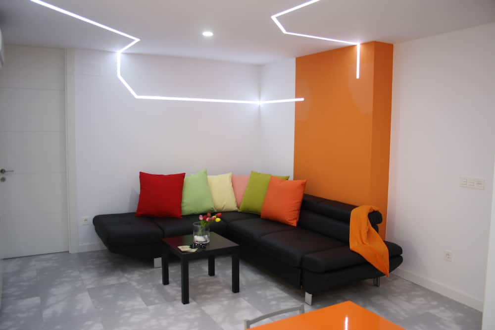 Grand Apartment, 3 Bedrooms - Living Room