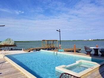 San Pedro bölgesindeki Lina Point Belize Overwater Resort resmi