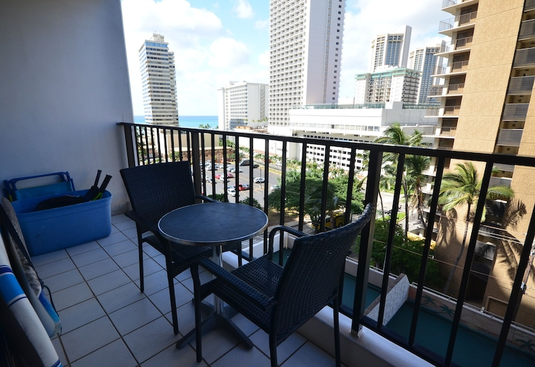 Waikiki Banyan #T1-910 by RedAwning, Honolulu, Condo, 1 Bedroom, Balcony