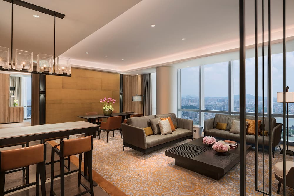 Grand, Suite, River View - Living Area