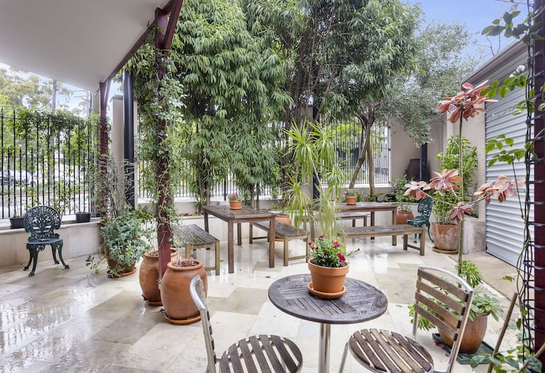 Excelsior Serviced Apartments, Glebe, Courtyard