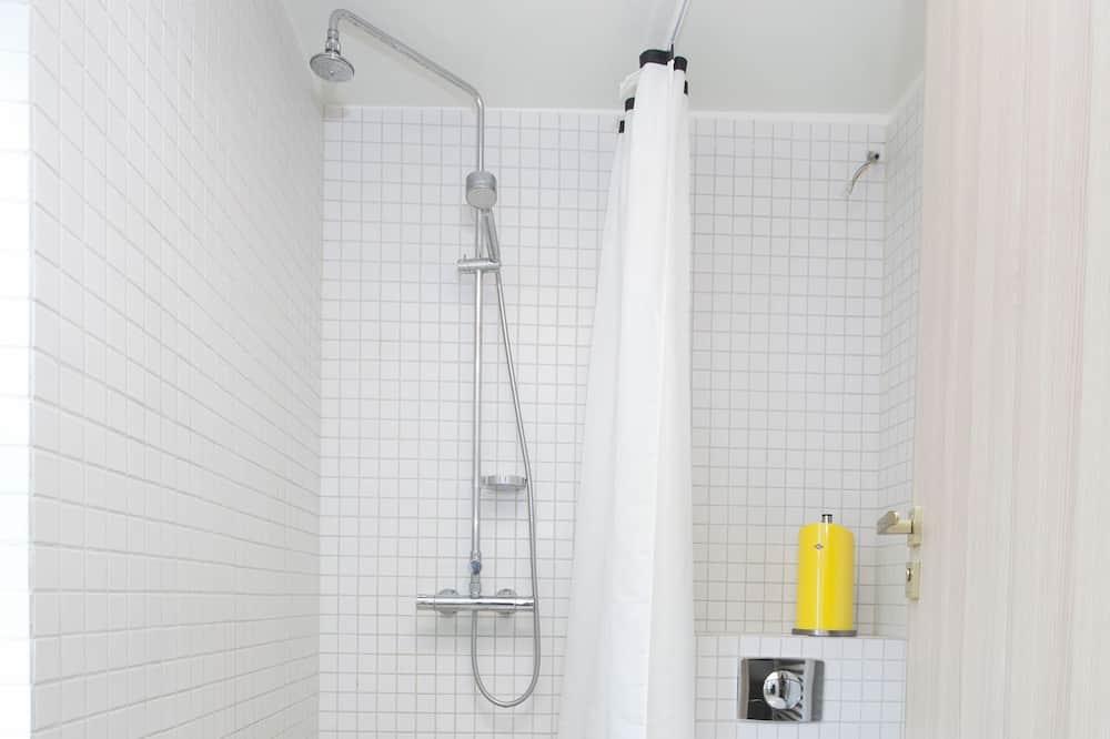 Basic Shared Dormitory, City View (Grand) - Bathroom