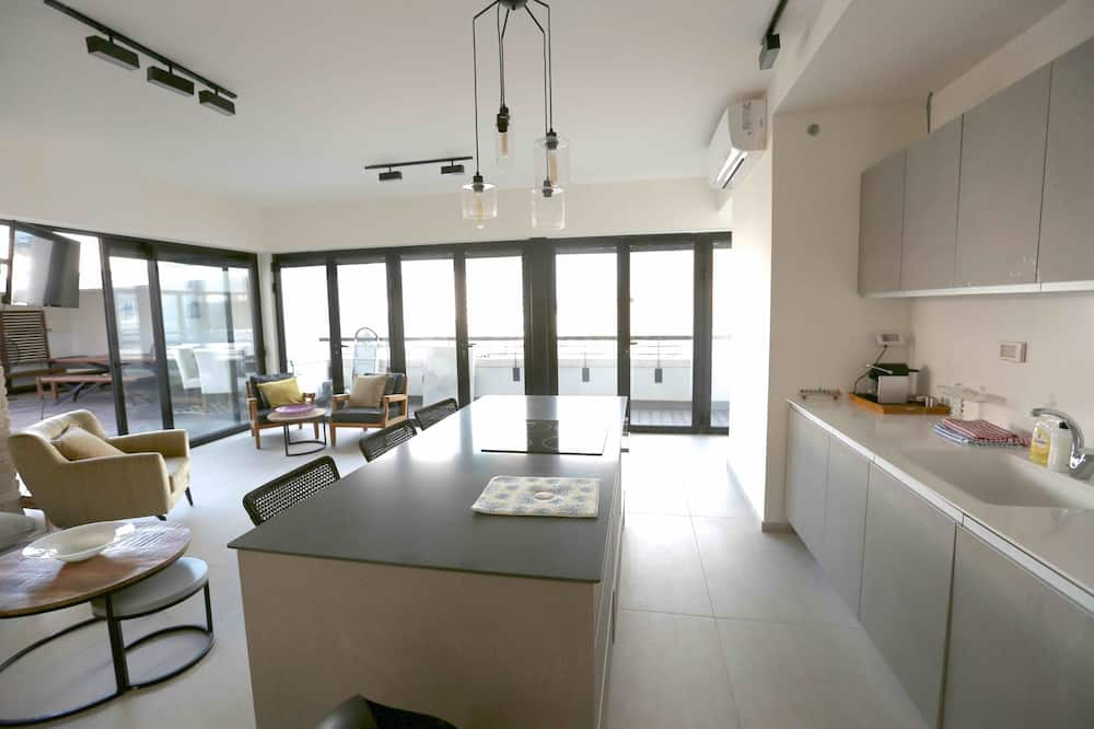Deluxe Penthouse, 3 Bedrooms - Living Area