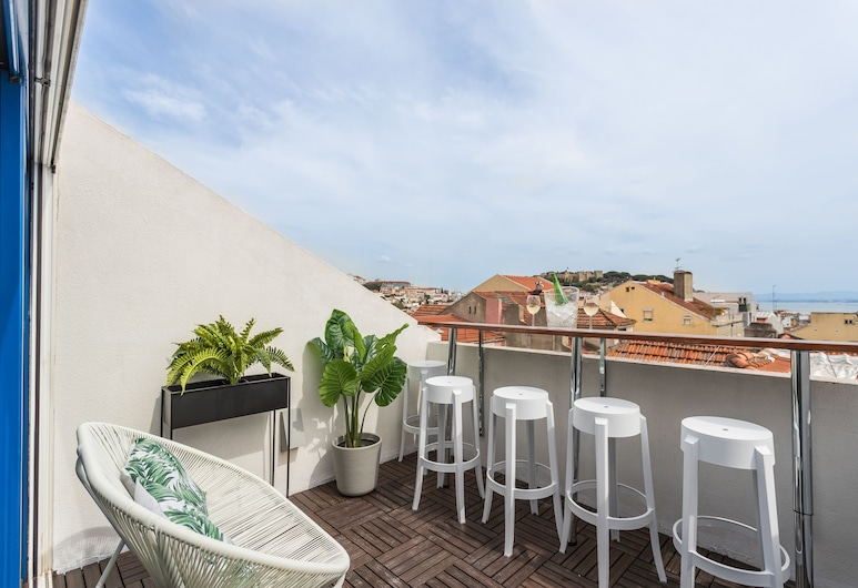 Rossio Penthouse Three-Bedroom Apartment w/ River View and Parking - by LU Holidays, Lisbon
