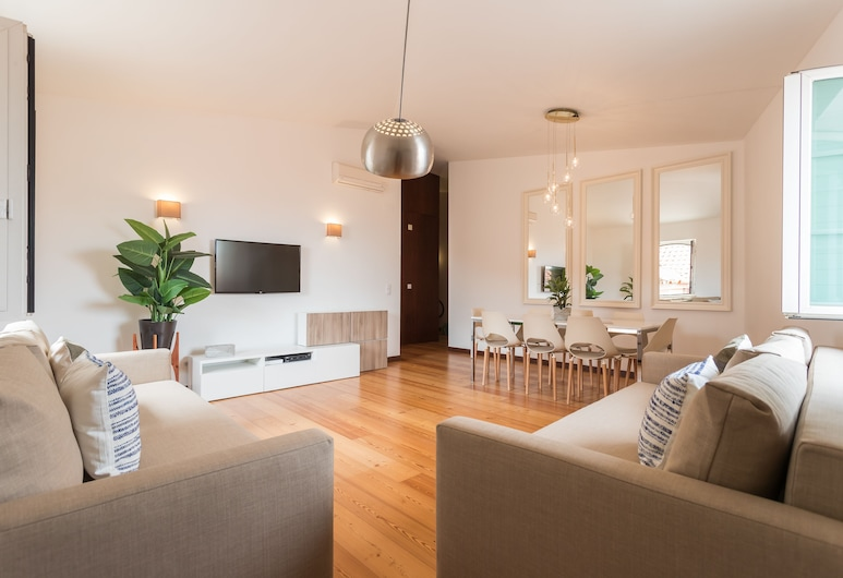 Alfama Modern Two-Bedroom Apartment w/ River View and Parking - by LU Holidays, Lissabon