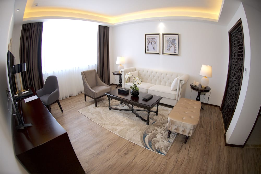Executive Suite, 2 Bedrooms - Living Room