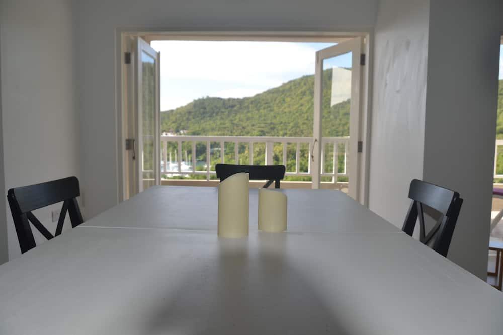 Carambola Suite. - In-Room Dining