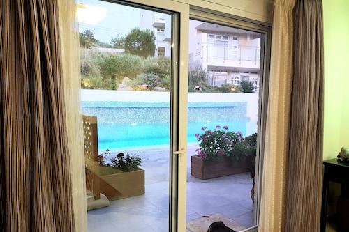 クレタ島の別荘:穏やかな海辺の贅沢な宿泊施設。/
