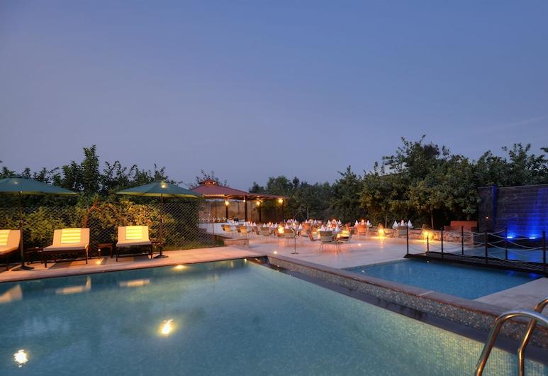 提格瑞斯 Spa 渡假村, 瑟瓦伊馬托布爾, 游泳池