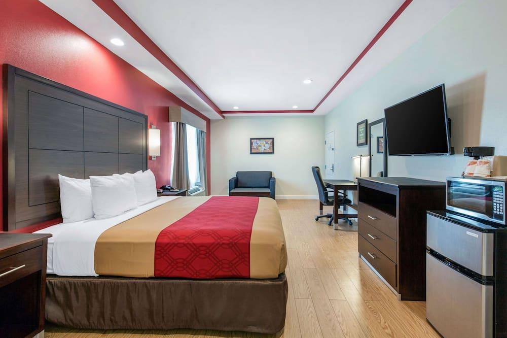 Люкс, 1 двуспальная кровать «Кинг-сайз» с диваном-кроватью, для некурящих, гидромассажная ванна - Номер