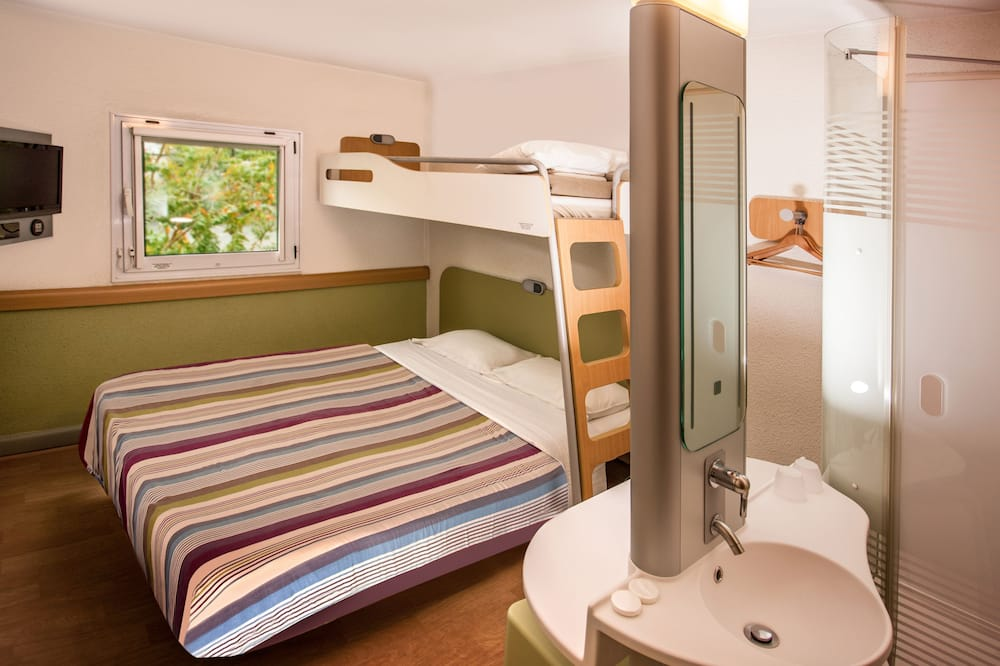 Standard Triple Room, Non Smoking (Queen with separate bunk bed) - Guest Room