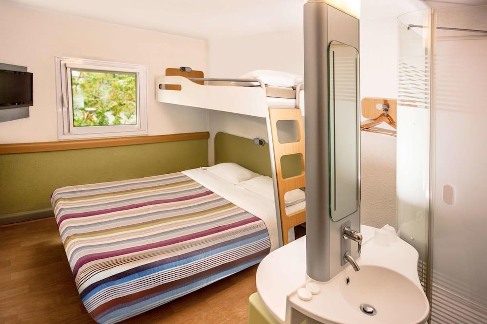 Standard Triple Room, Smoking - Guest Room