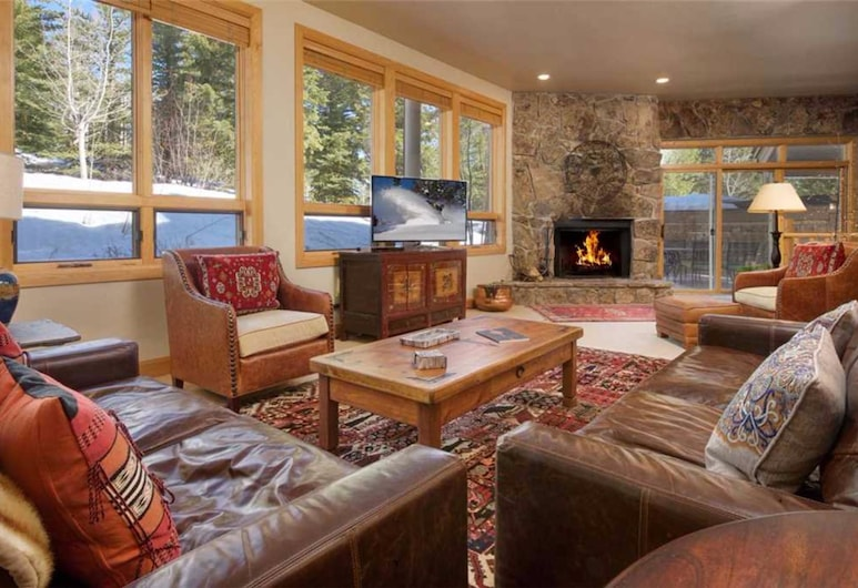 Tram Tower by JHRL, Teton Village, Deluxe Condo, 4 Bedrooms, Hot Tub, Slope side, Lobby Lounge