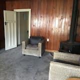 Comfortable Character Home Near Rotorua Lakefront, Fast Wifi, Free Netflix!