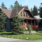 Banff - A Mountain Suite, Perfect Getaway for two Couples, Friends, Adult Family, Banff
