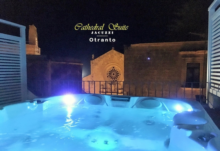 Cathedral Suite Otranto With Private Rooftop Jacuzzi Luxury Aparthotel, Otranto