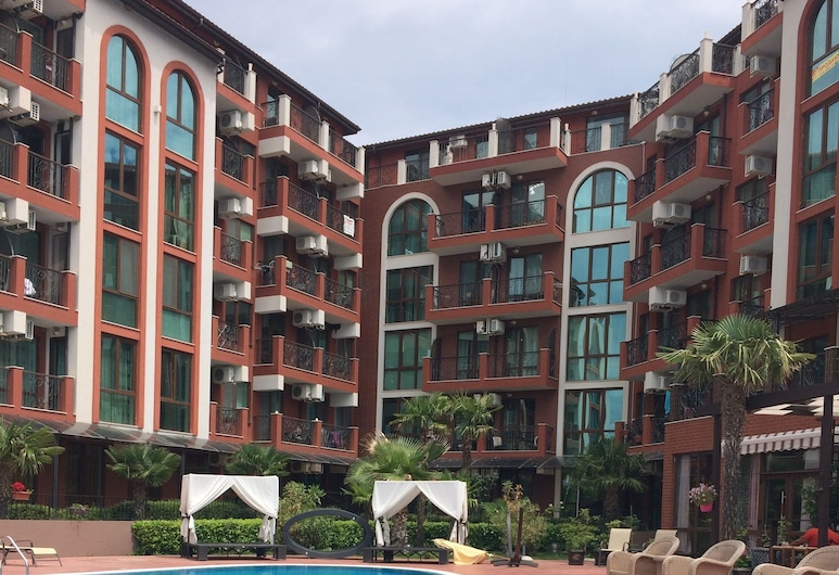 Chateau Del Marina 2-Level Apartments, נסבר, בריכה חיצונית