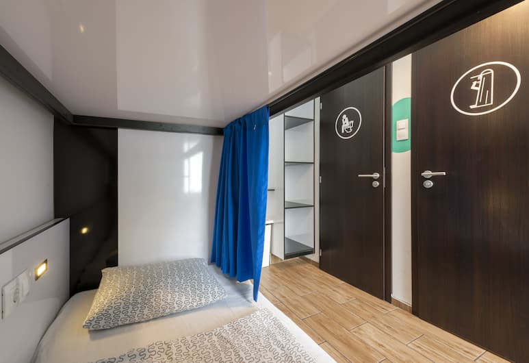 Adagio Hostel 1.0 Oktogon, Budapest, Bed in 6 bed Mixed Dormitory Room Ensuite, Guest Room