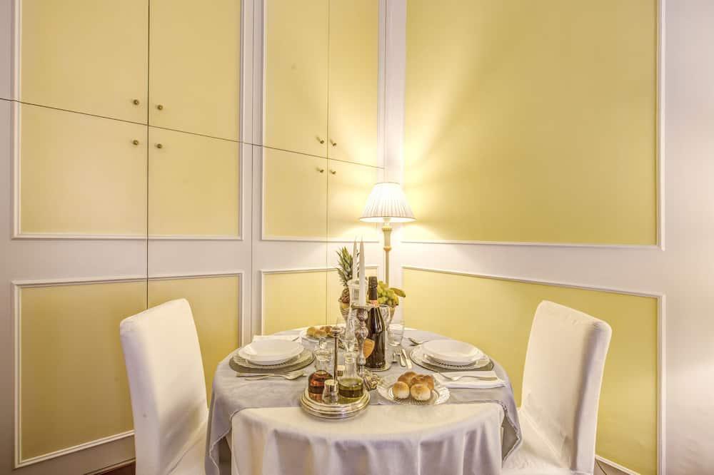 Classic-Studio, 1 Schlafzimmer, Küche - Essbereich im Zimmer