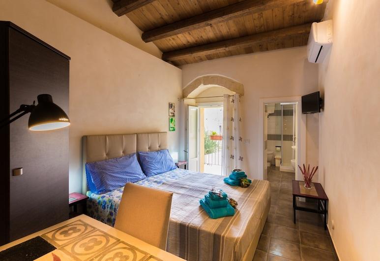 Casa Vacanze Antico Mercato, Ragusa, Külaliskorter, 2 magamistoaga, rõduga, vaade mägedele (Alby), Tuba