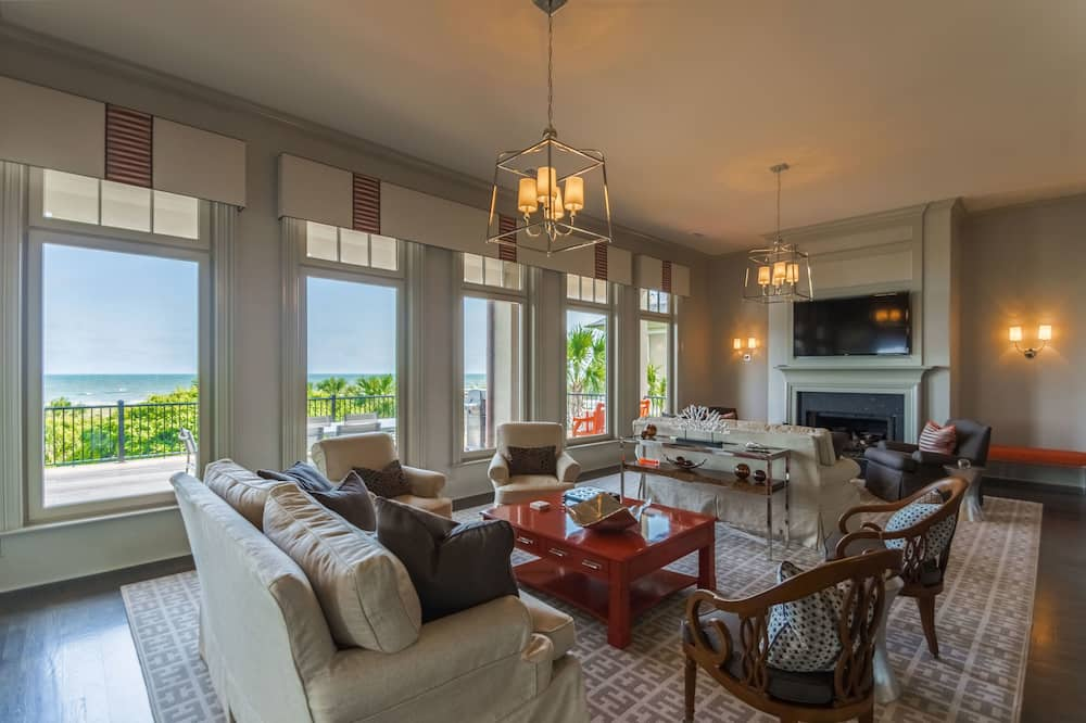 House, Multiple Bedrooms, Balcony, Ocean View (46 Surfsong Road) - Living Area