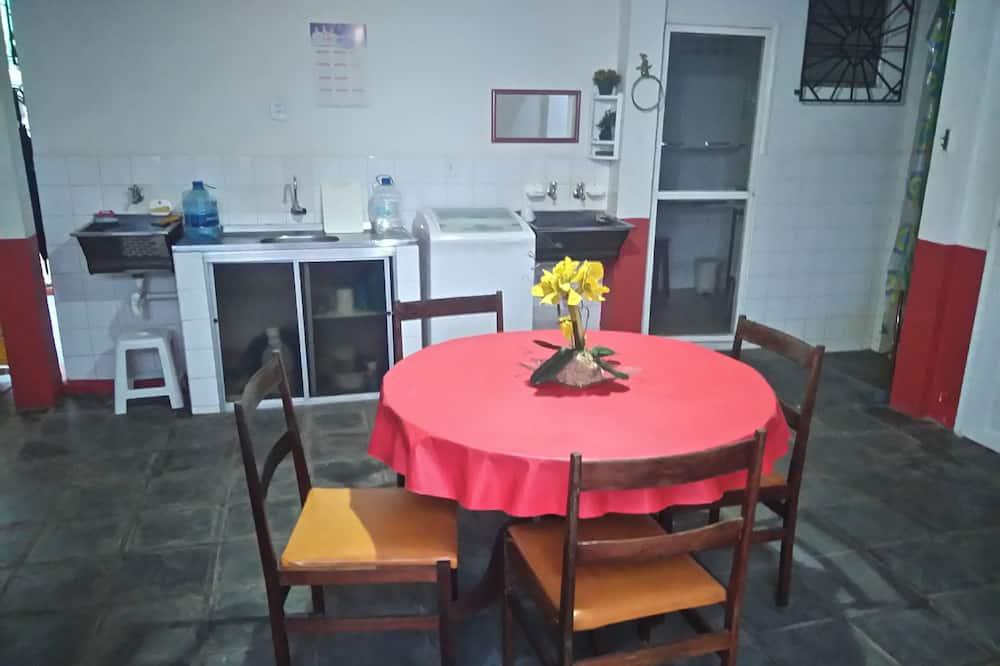 House - Tempat Makan dalam Bilik