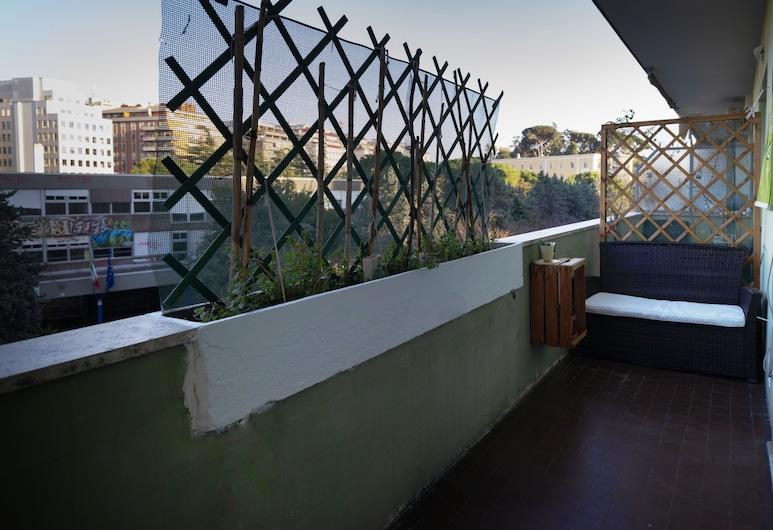 Take It Easy Roma Guest House, Rome, Superior kamer, 1 kingsize bed met slaapbank, privébadkamer, Terras