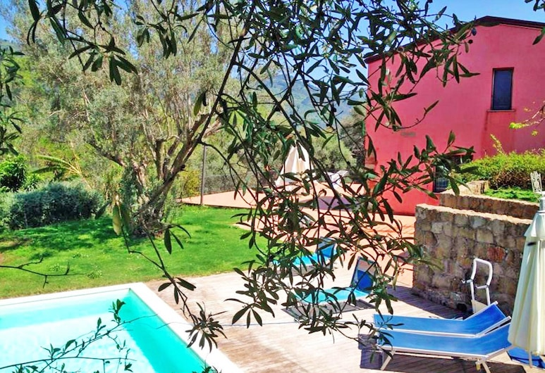 Relaxing farmhouse with pool 4km from the sea in Capo d'Orlando: Casa del Gelso, Rocca di Capri Leone, حمام سباحة