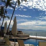 Beautiful Open Spacious Relaxing Oceanfront Condo, Bucerias