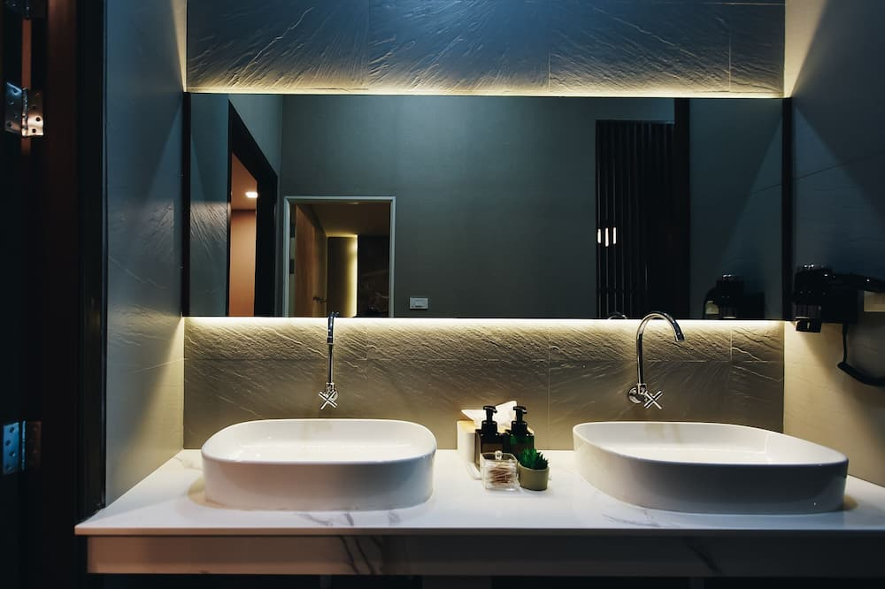 Studio Suite, 2 Bedrooms, Non Smoking - Bathroom
