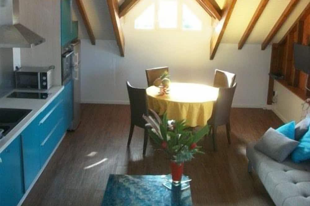 Comfort-huoneisto, 1 makuuhuone, Puolikerroksessa - Oleskelualue