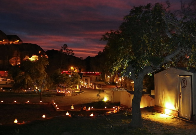 Little Petra Bedouin Camp, ואדי מוסה, חזית המלון