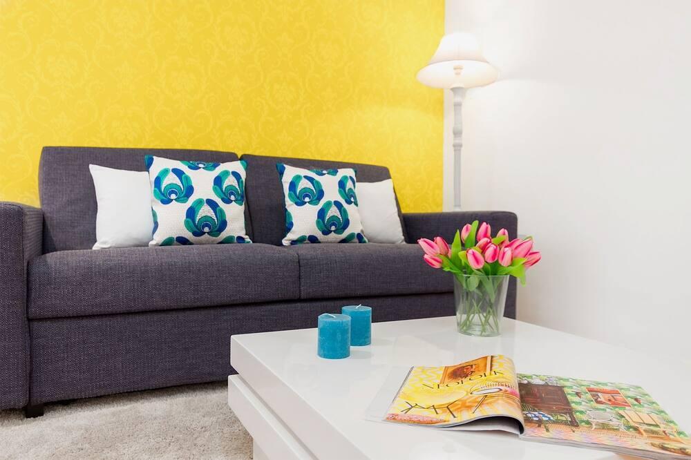 Deluxe Apartment, 2 Bedrooms, Kitchen, City View - Living Room