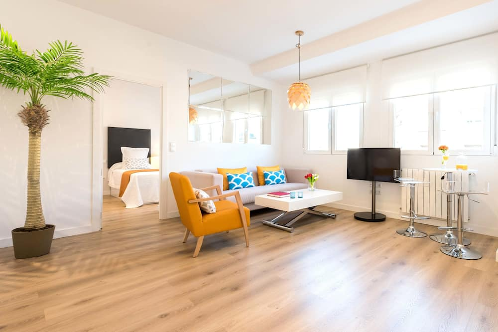 Deluxe Apartment, 3 Bedrooms, Accessible, Kitchen - Living Room