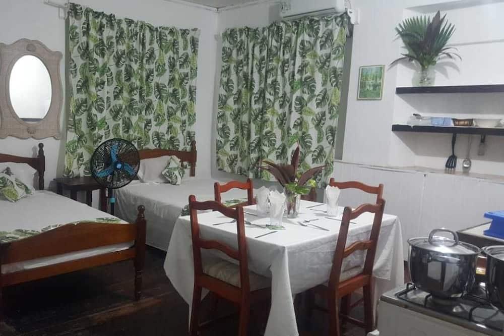 Quadruple Room - In-Room Dining